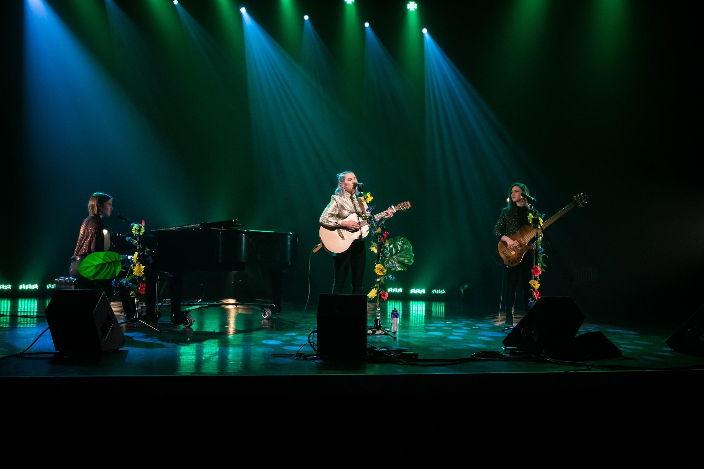 Le trio des girls de Sherbrooke- finale régionale , 40e Cégep en spectacle