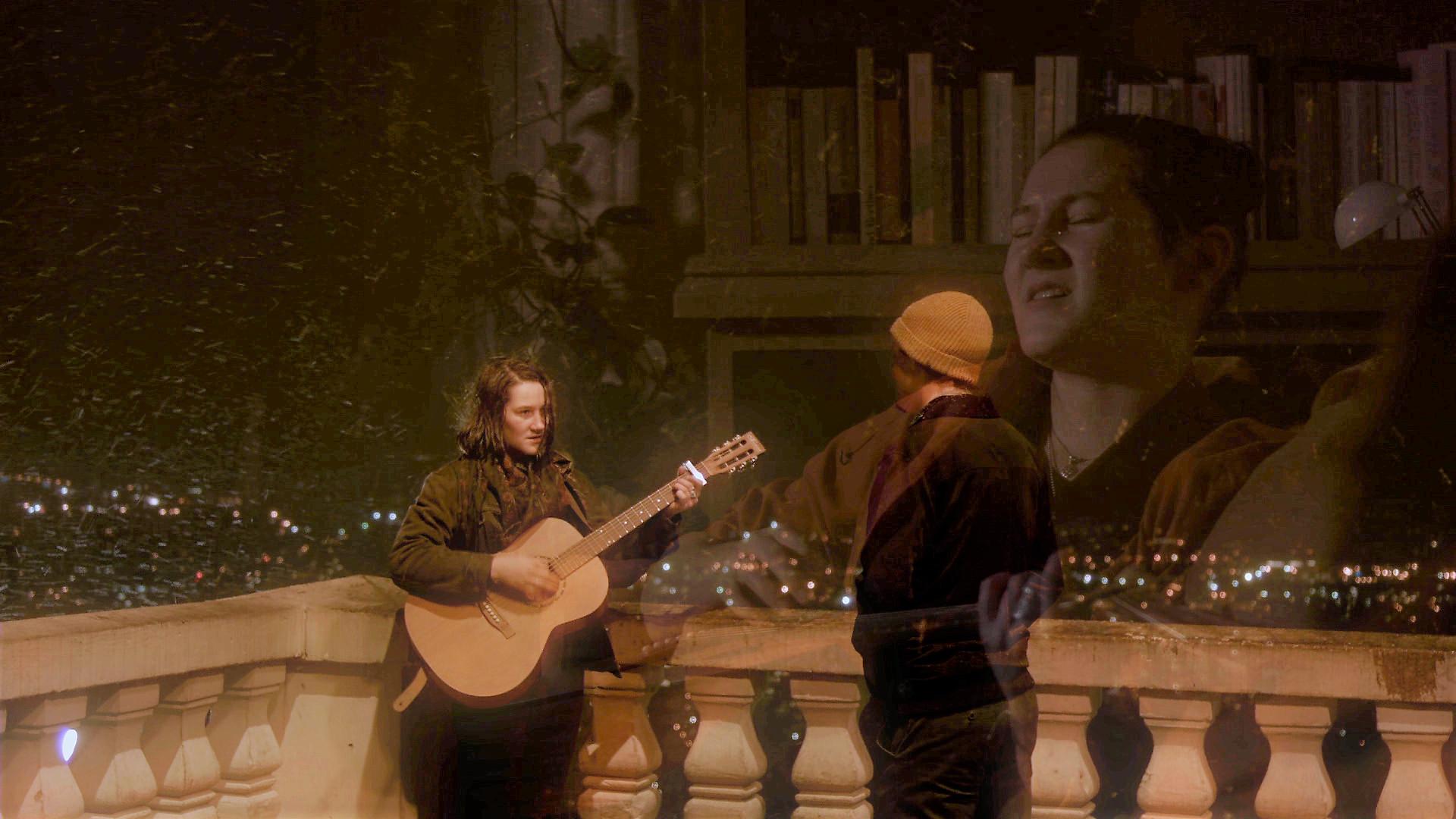 Scène de la vidéo - Tsunami -paroles et musique par Claudie Létourneau